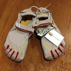 NWT Vibram Fivefingers Shoes